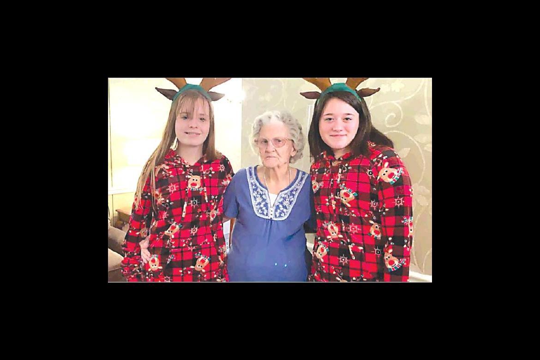 Makenzie Smart and Saydee Adams visited with former Allen resident Dora Wilson